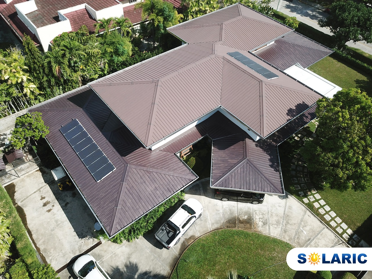 A top shot of a house with solar panels on its roof