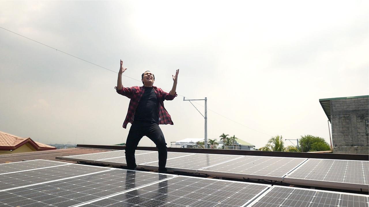 Alex Callejas bed of solar